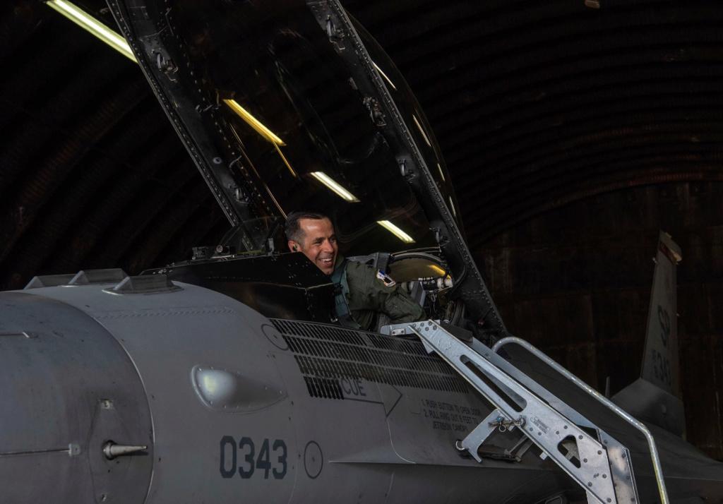 ثاني مقاتله F-16 تابعه لسلاح الجو الامريكي تعبر حاجز 10 الف ساعه طيران  61951011