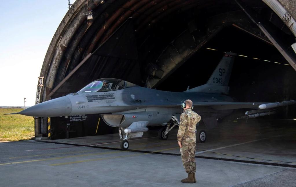 ثاني مقاتله F-16 تابعه لسلاح الجو الامريكي تعبر حاجز 10 الف ساعه طيران  61951012