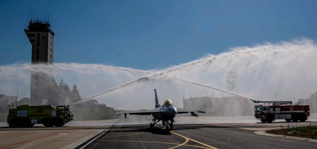 ثاني مقاتله F-16 تابعه لسلاح الجو الامريكي تعبر حاجز 10 الف ساعه طيران  61951110
