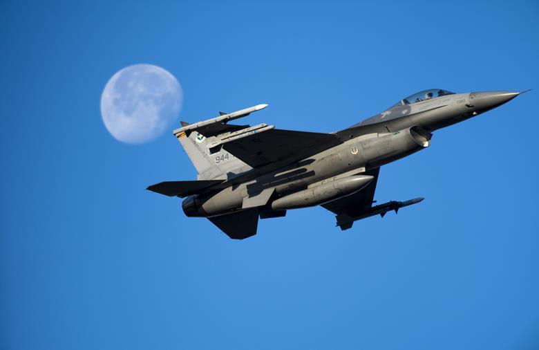 تعرف على خطة البنتاغون لتسريع مبيعات مقاتلات F-16 وغيرها من المعدات الى الخارج 72910_10