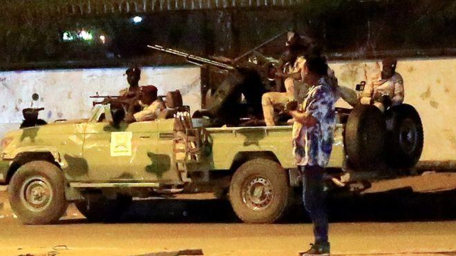 الجيش السوداني يسحق تمرد المخابرات  _1105110