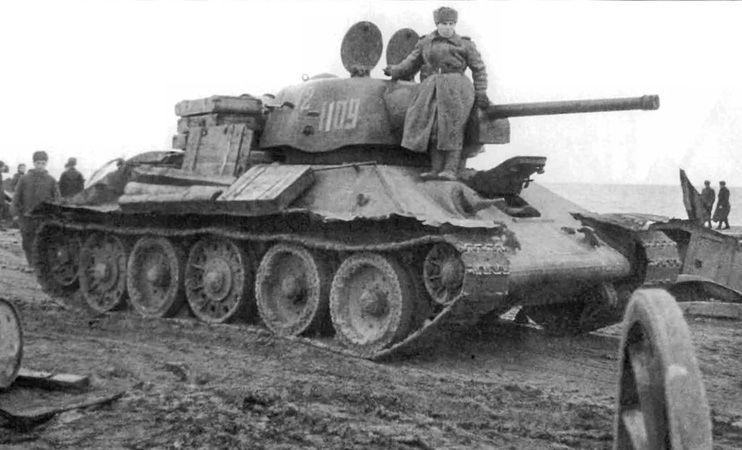 دبابة القتال الرئيسية T-34 مابين التاريخ والحاضر  A2986310