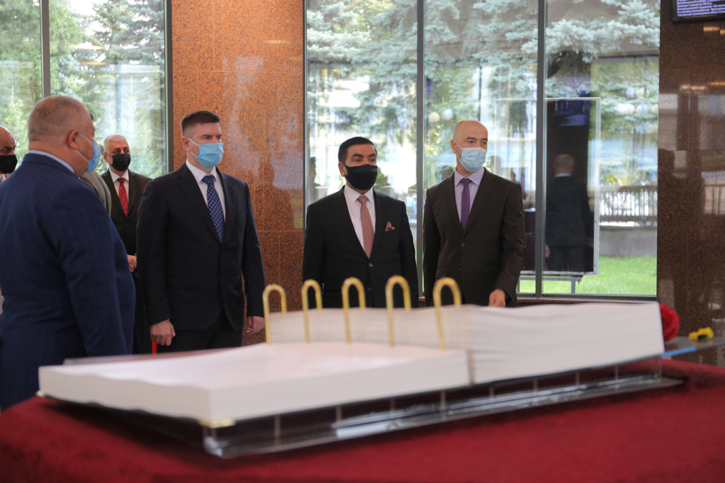 العراق يبحث مع أوكرانيا التعاون في مجالي التسليح ومكافحة الإرهاب Aed38a10
