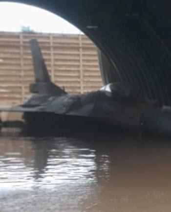 فيضانات قوية تضرب قاعدة عسكرية إسرائيلية Ao-aa-11