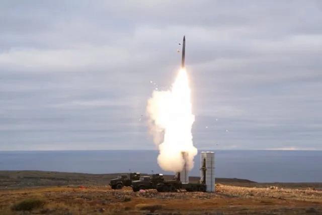 نظام الدفاع الجوي الروسي S-500 يكمل سلسلة الاختبارات ويتحضر للدخول في الخدمة C-400_11