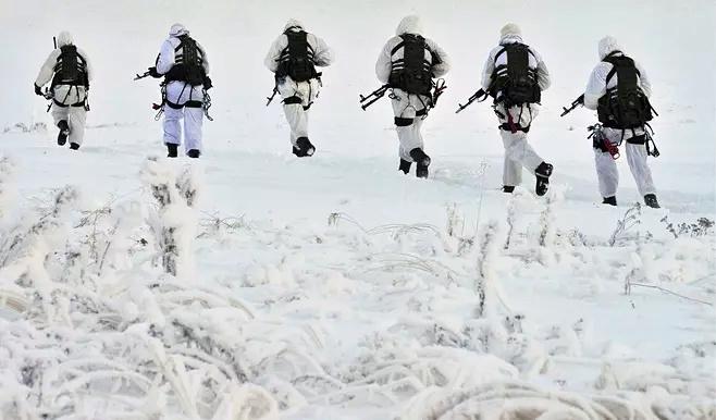 كل مانعرفه عن القوات الروسية المنتشرة في القطب الشمالي Cccabe10