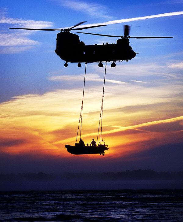 تعرف على قوة القوارب الخاصة البريطانية SBS Chinoo10
