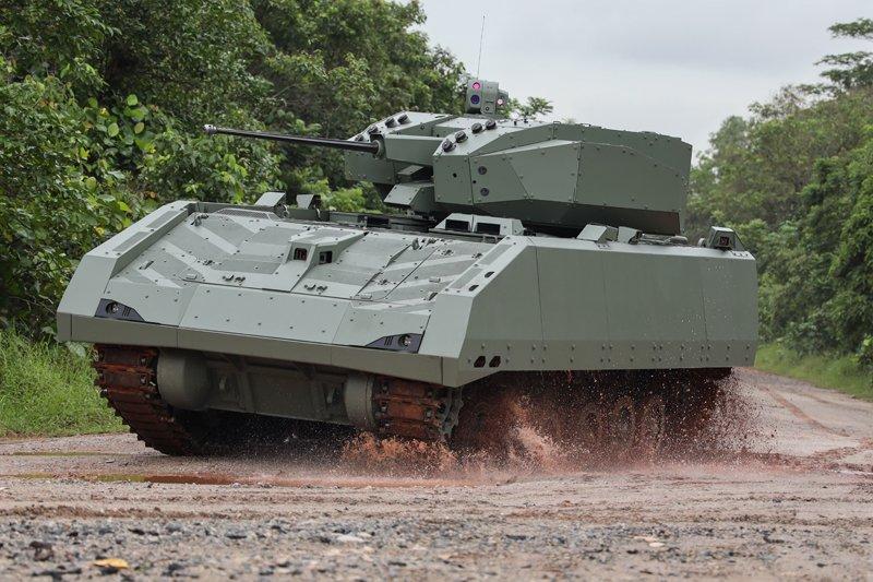 مركبة القتال المدرعة Hunter السنغافورية D8xeke10