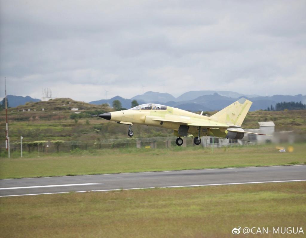طائرة FTC-2000G  متعددة الادوار التدريبيه / المقاتلة الخفيفة Dookr010