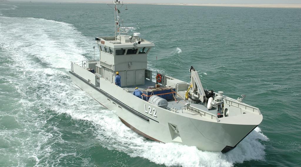 سفينة الامداد البحري السريع (طول 26 متر) من انتاج شركة أبوظبي لبناء السفن (ADSB) Dsc_0111