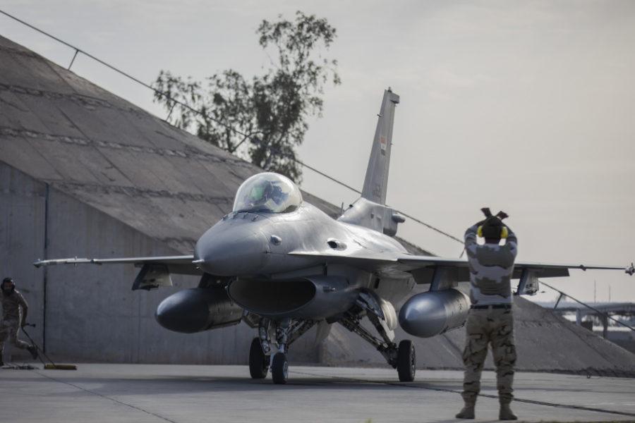 تقرير غربي : على الرغم من مشاركه 23 مقاتله F-16 عراقية في استعراض يوم الجيش فأن الاستعداد القتالي لها موضع شك وقلق E0nnbb10