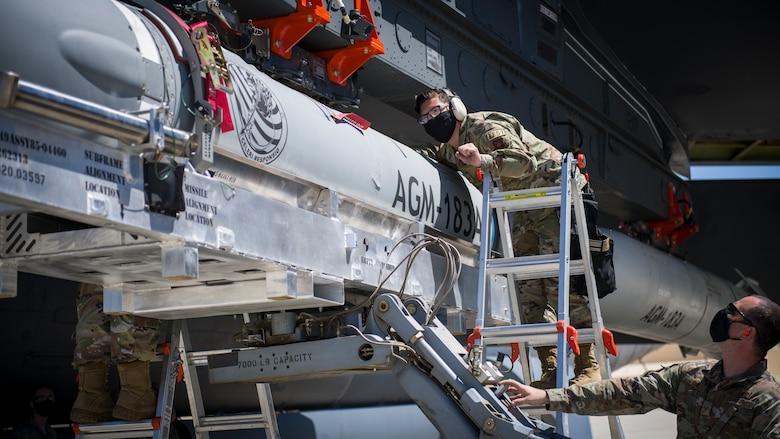سلاح الاستجابة السريعة AGM-183A الذي يطلق من الجو (ARRW) Ee9-o910