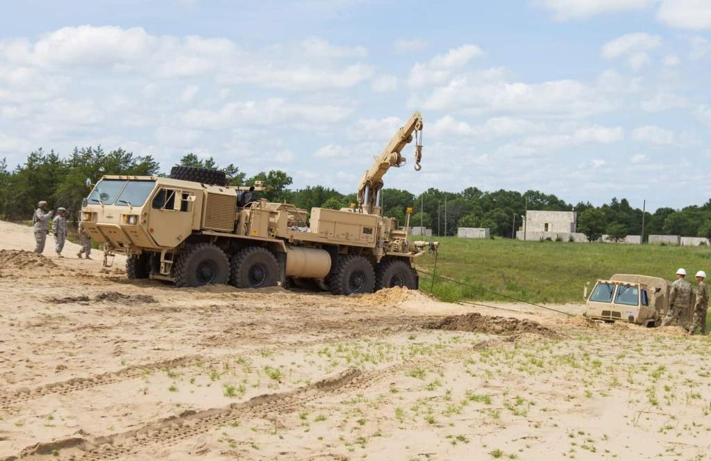 مصر تحصل على شاحنات صهاريج ونقل واخلاء من شركة Oshkosh الامريكية Eep5xv10