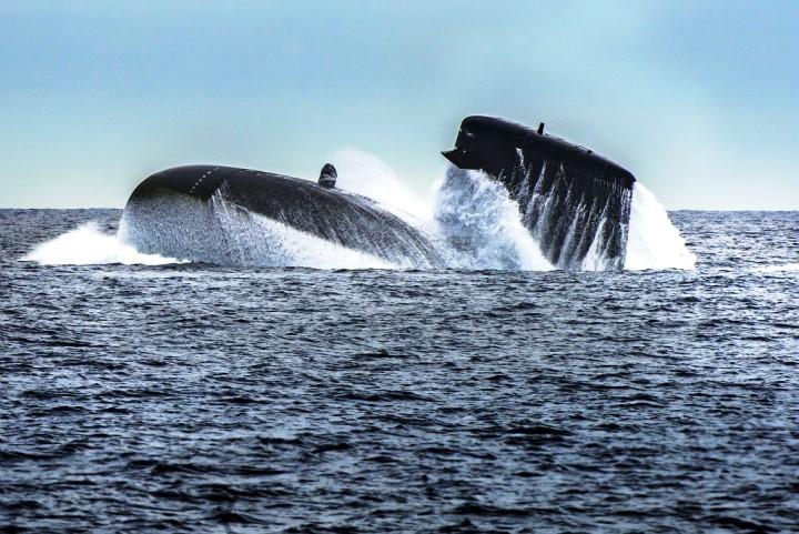 فرنسا تطلق الغواصة الهجومية النووية Suffren بحضور ماكرون Eepwkl10