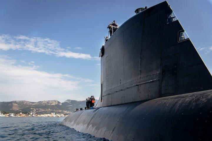 فرنسا تطلق الغواصة الهجومية النووية Suffren بحضور ماكرون Eepwlc10