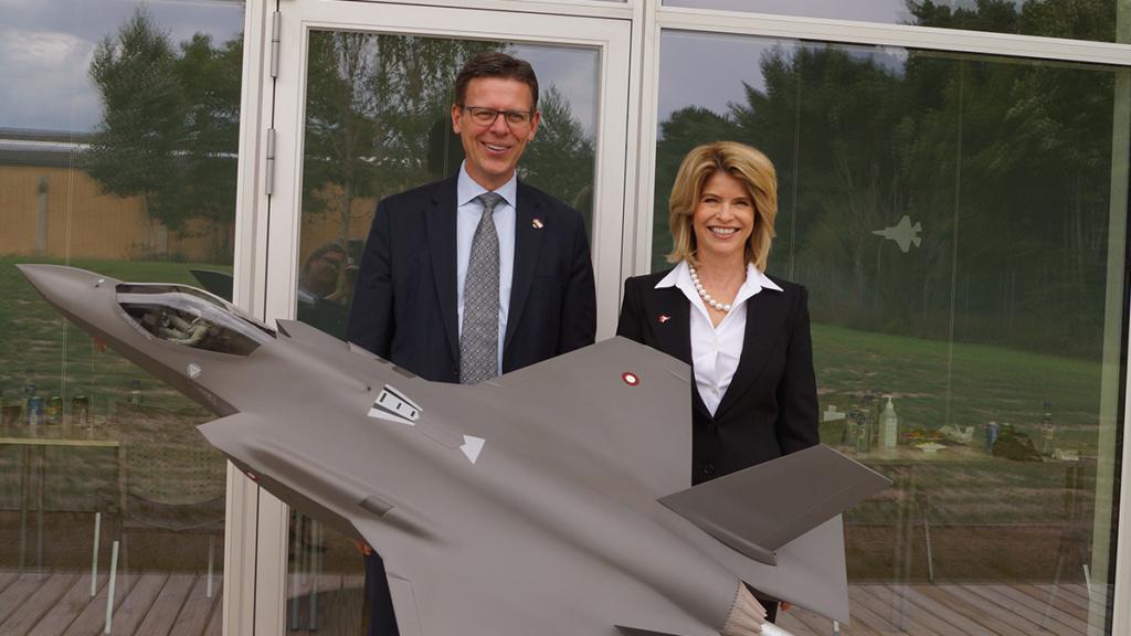 الدنيمارك تقر شراء 27 مقاتله F-35  Eezgew11
