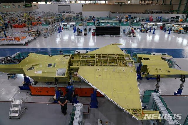 كوريا الجنوبيه ستعرض على لوكهيد مارتن الامريكيه الاستثمار في طائره KF-X  Eg9egw10