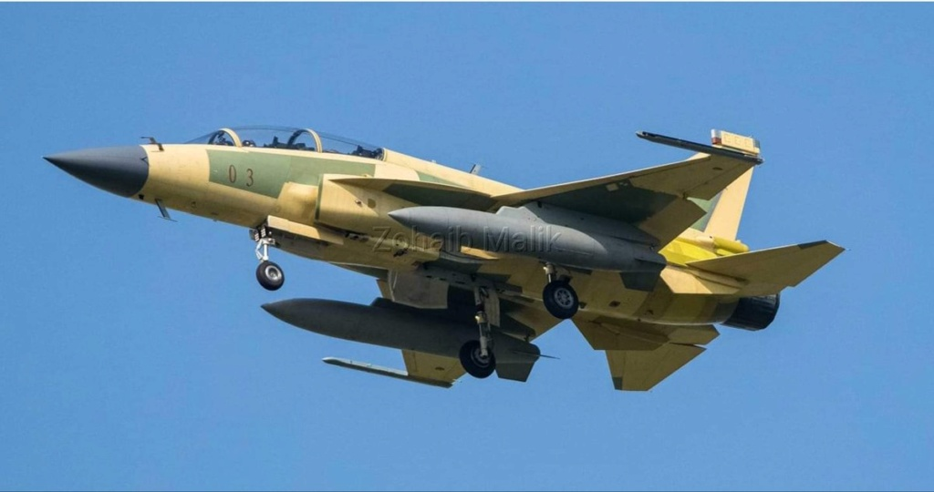 باكستان والصين يطلقان مشروع النسخه مزدوجه المقعد JF-17B Eh4e1510