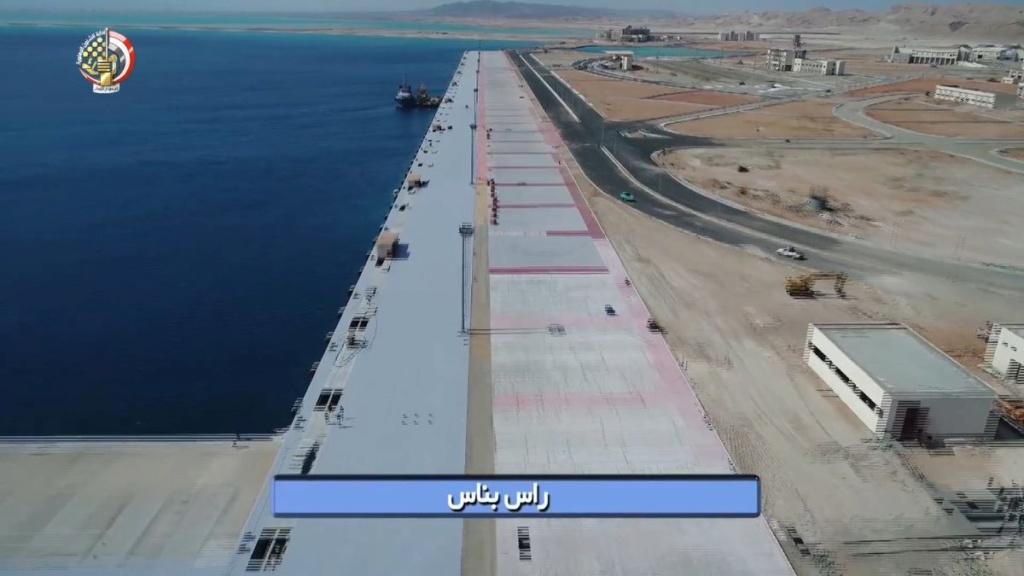 البحرية المصرية تواصل بناء ثلاث قواعد عسكرية جديدة Ehb5em10