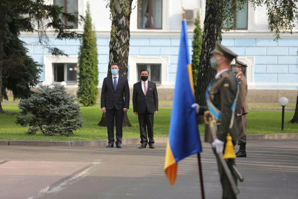 العراق يبحث مع أوكرانيا التعاون في مجالي التسليح ومكافحة الإرهاب Ehbkjf11