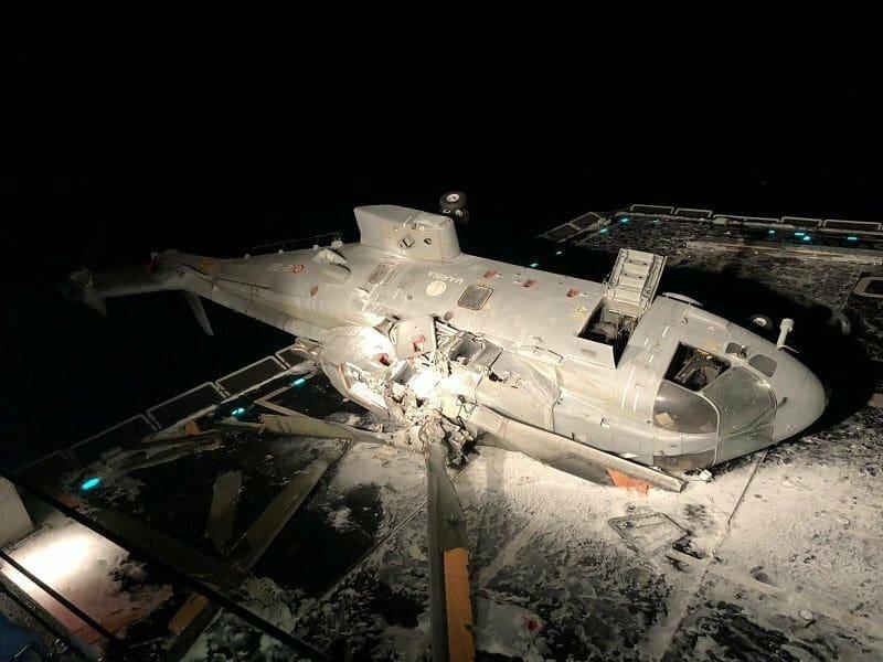 تحطم مروحية إيطالية أثناء هبوطها على مدمرة بحرية Eixenj10