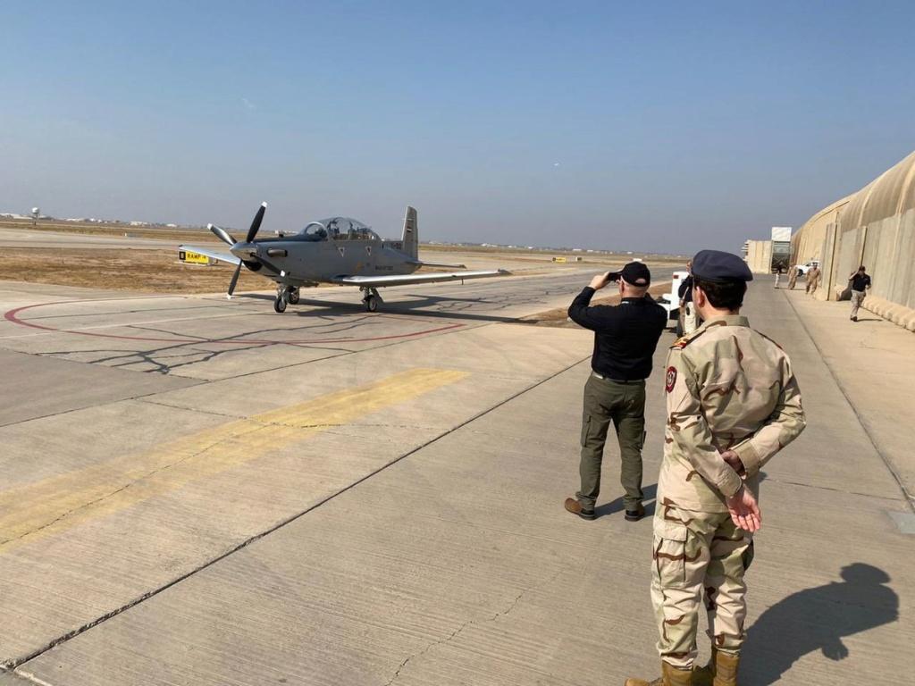 العراق يعيد تأهيل طائرة T-6 التدريبية واعادتها الى الخدمة بعد توقفها لمدة 4 سنوات Eiyv8e11