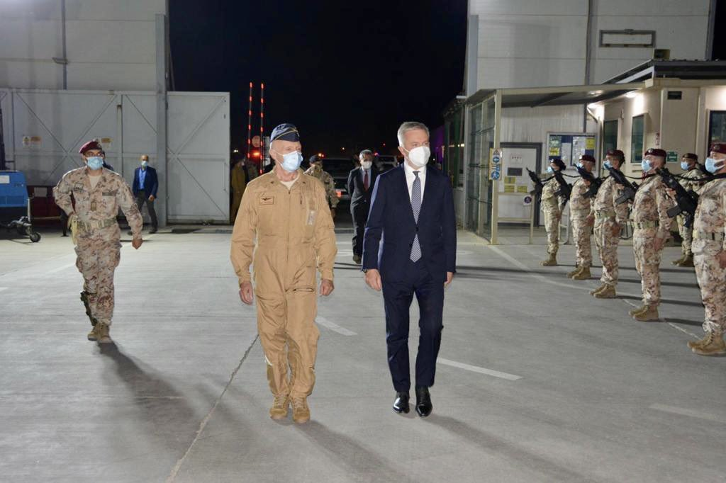 بوادر تعاون عسكري بين العراق وايطاليا  Ejb01x10