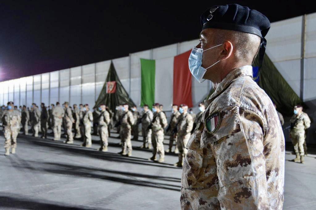 بوادر تعاون عسكري بين العراق وايطاليا  Ejb01x12