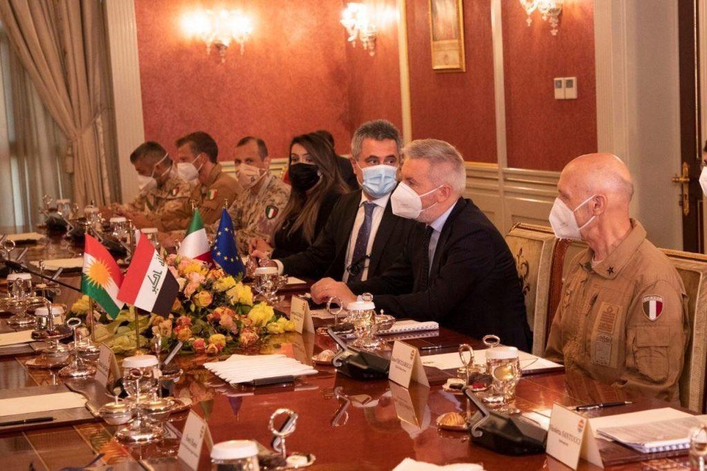 بوادر تعاون عسكري بين العراق وايطاليا  Ejex5q11