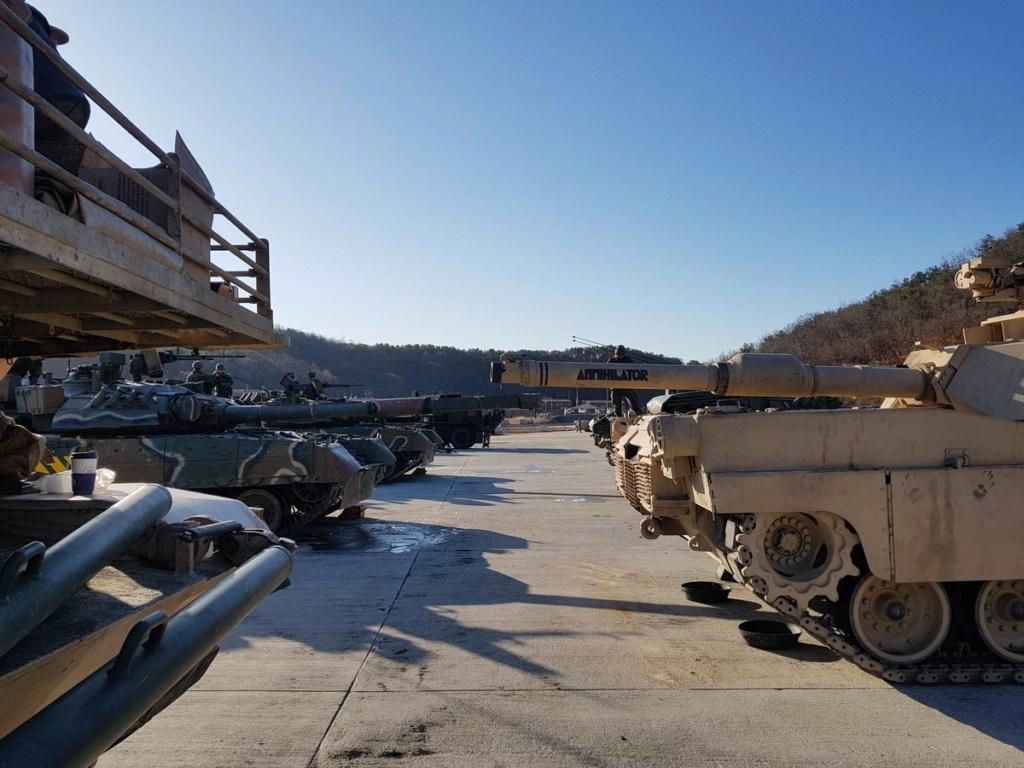 الجيش الامريكي يختبر دبابه T-80 الروسيه الصنع  Ejopkf10