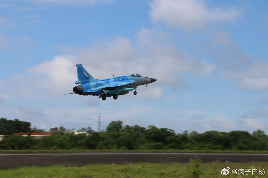 اول مقاتله مخصصه للتصدير الى ميانمار نوع FC-1/JF-17 تمت مشاهدتها في الصين  Ejwksc10