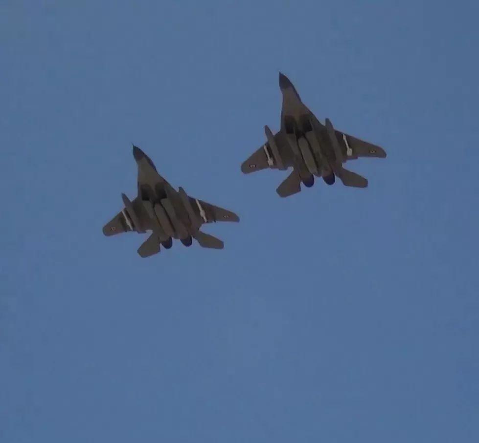 """مقاتلات مصرية تصل السودان ومناورات عسكرية تحت اسم """"نسور النيل 1"""" - صفحة 2 Em0vut10"""