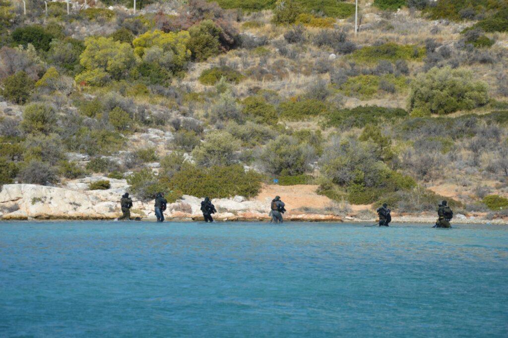 تدريبات مشتركة قرب اثينا بين القوات الخاصه اليونانية والمصرية  Em3xel10