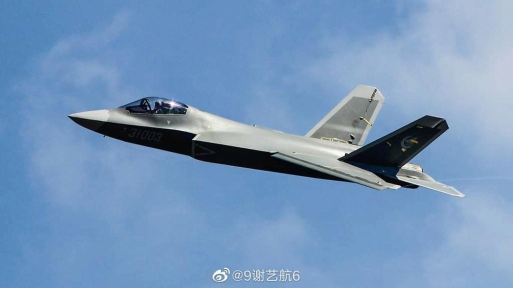 تعديلات كبيره في التصميم ظهرت علي مقاتلة الجيل الخامس الصينية FC-31  Eqkk4_10