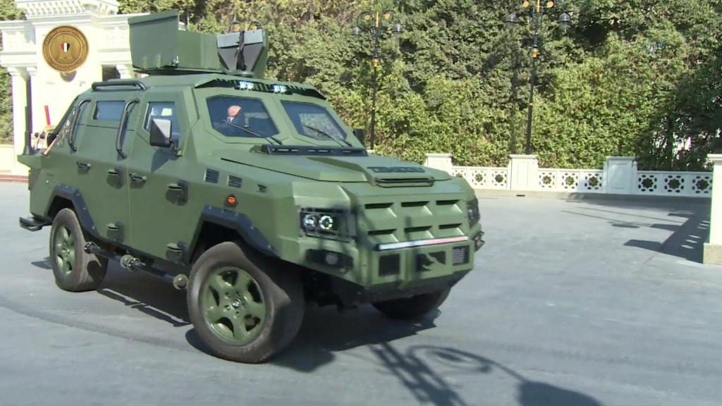 الرئيس عبد الفتاح السيسي يتفقد نماذج لمركبات مدرعة طورتها القوات المسلحة المصرية Etu1uv10