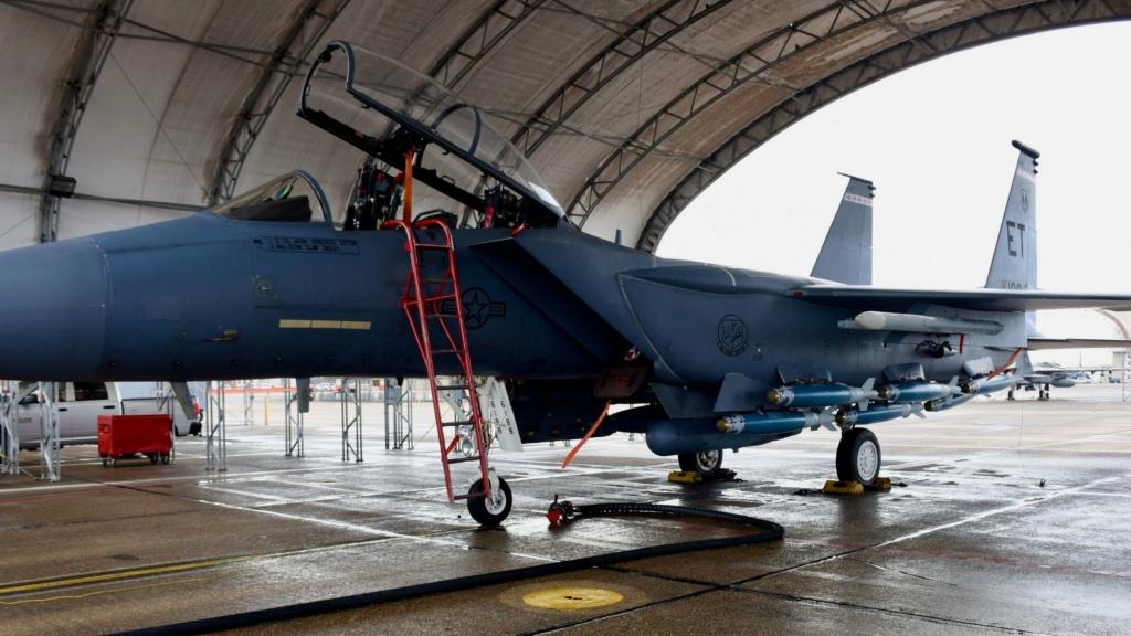 مقاتلة F15E Strike Eagle قادرة على حمل 15 من ذخائر JDAM في طلعة واحدة Evkj7i10