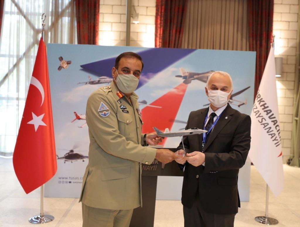 رئيس اركان الجيش الباكستاني يلتقي نظيره التركي لتعزيز العلاقات الدفاعية بين البلدين Ex0hr210