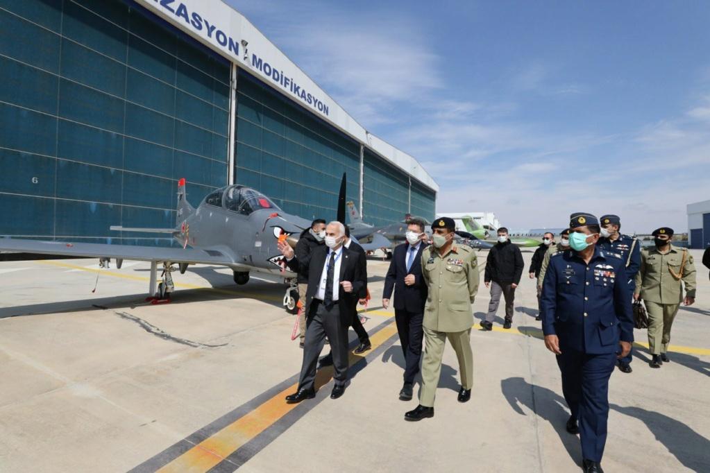 رئيس اركان الجيش الباكستاني يلتقي نظيره التركي لتعزيز العلاقات الدفاعية بين البلدين Ex0hsh10