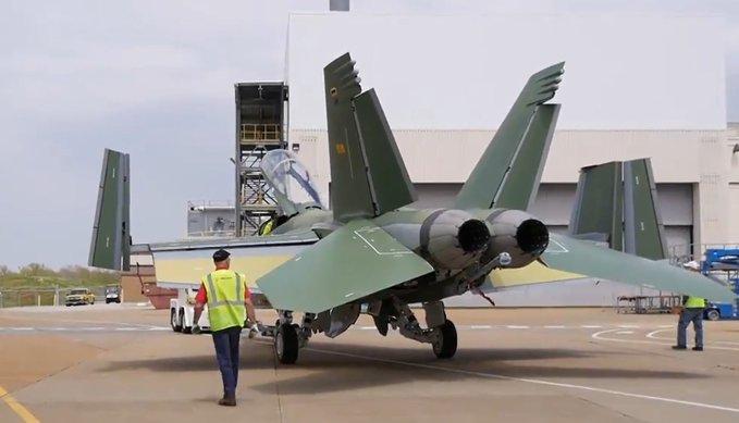 شركة Boeing تكشف عن مقاتلة F/A-18 Block III Super Hornet المستقبليه  Exgokz10