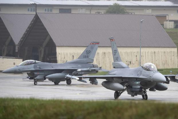 ثاني مقاتله F-16 تابعه لسلاح الجو الامريكي تعبر حاجز 10 الف ساعه طيران  F-16s-10