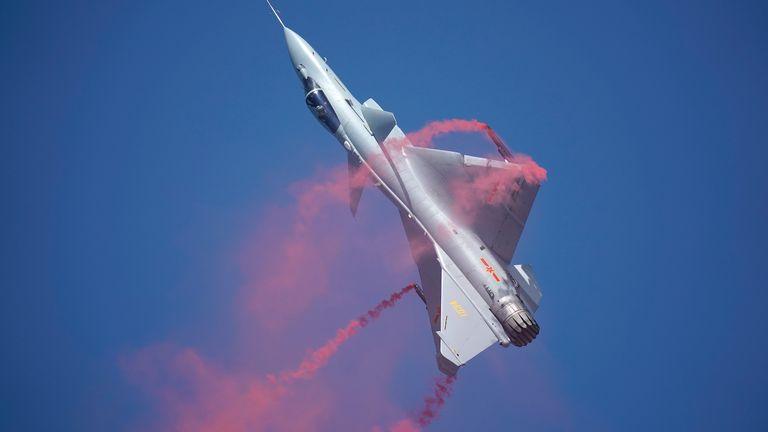 الجذور الاسرائيليه في الصناعات العسكريه الصينيه ......مقاتله J-10 كنموذج !! Gettyi10