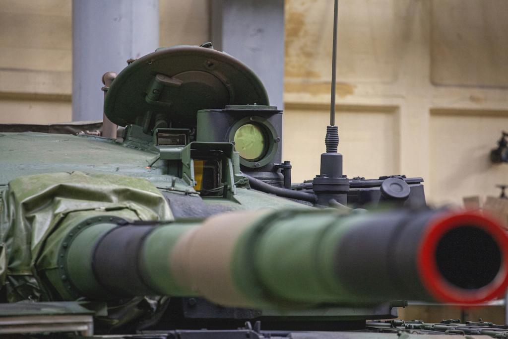 بولندا لتحديث دباباتها نوع T-72 بقيمه 450 مليون دولار Q2ncz210