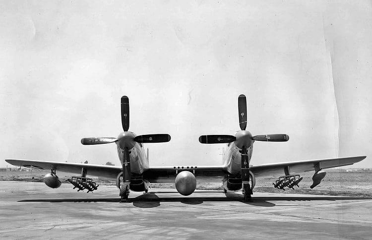 F-82 Twin Mustang : المقاتله الامريكيه غريبه الشكل التي حققت النصر في سماء سيول الكوريه  Twin_m10