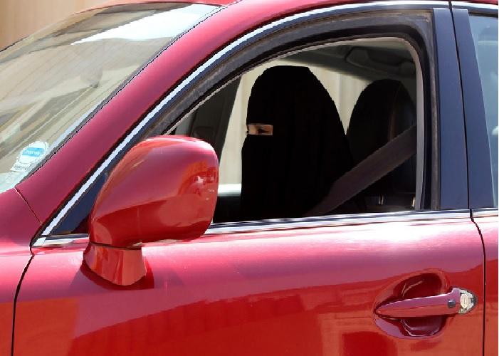 Tildækket muslim til kørerprøve! Kzreko10