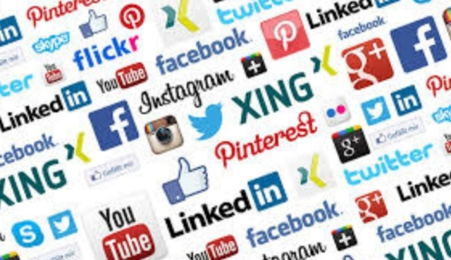 """Ekspertas apie socialinius tinklus: primena lauką, kuriame """"kiekvienas gali atsinešti statinę ir rėkauti savo tiesą"""" Screen13"""