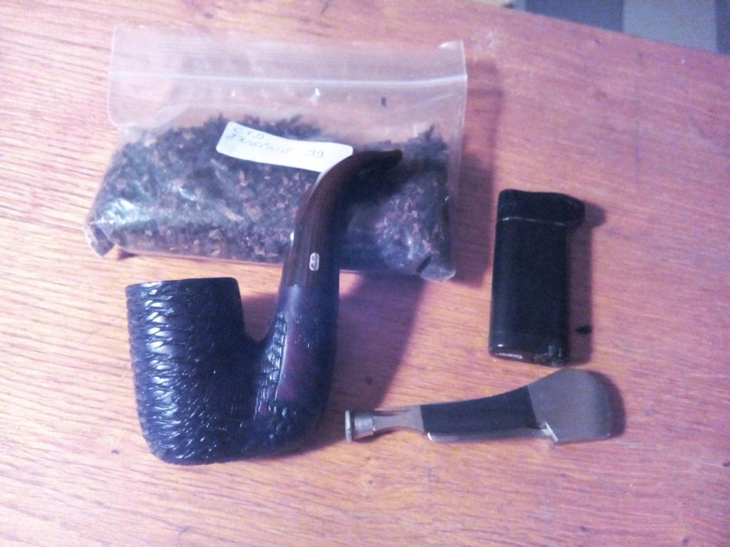 Janvier 7 homme fumant sa pipe alors que je ne pouvais pas.  - Page 2 Img_2045