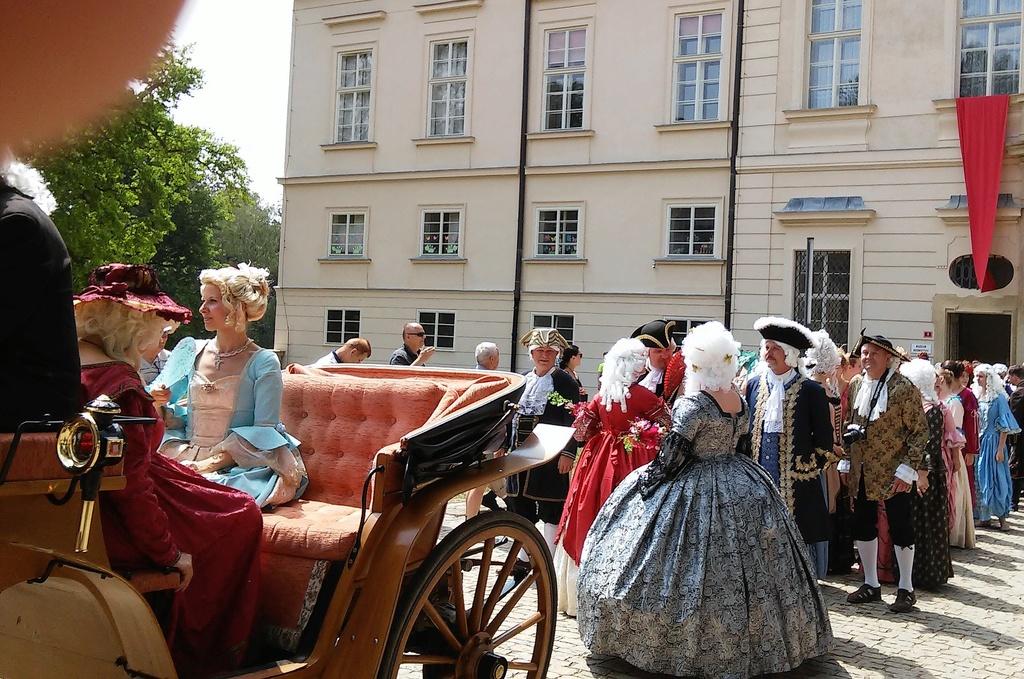 Je vois Marie Antoinette partout - Page 2 20180127