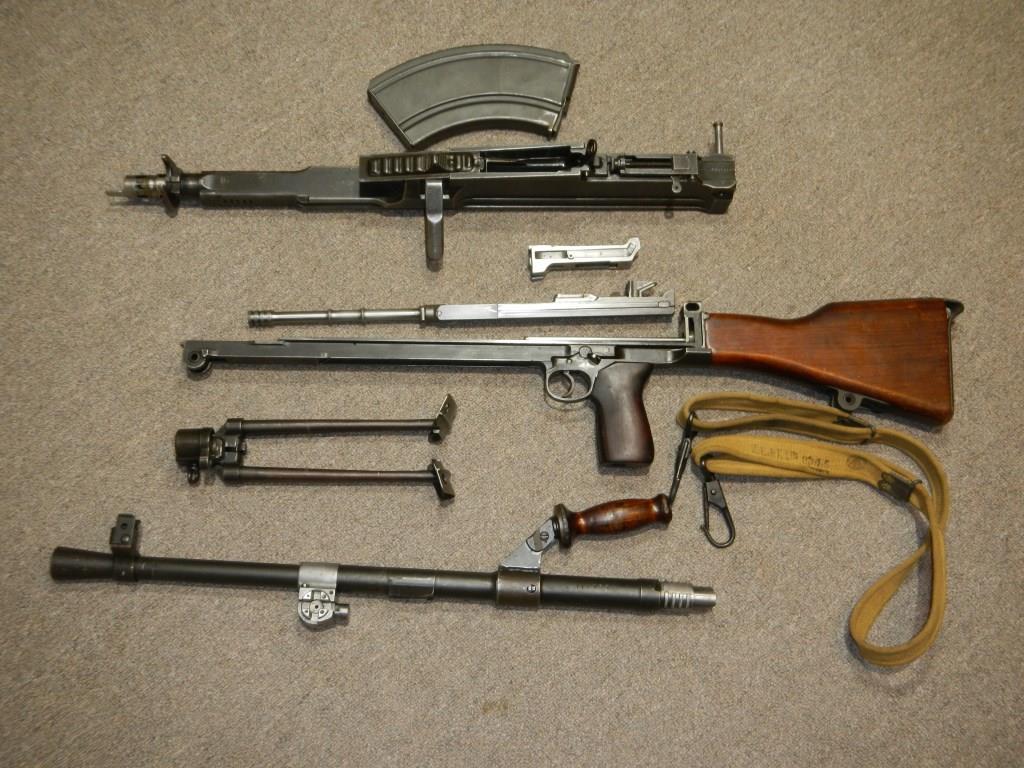 Le fusil-mitrailleur BREN MK II fabriqué au Canada par la Compagnie John Inglis 1113