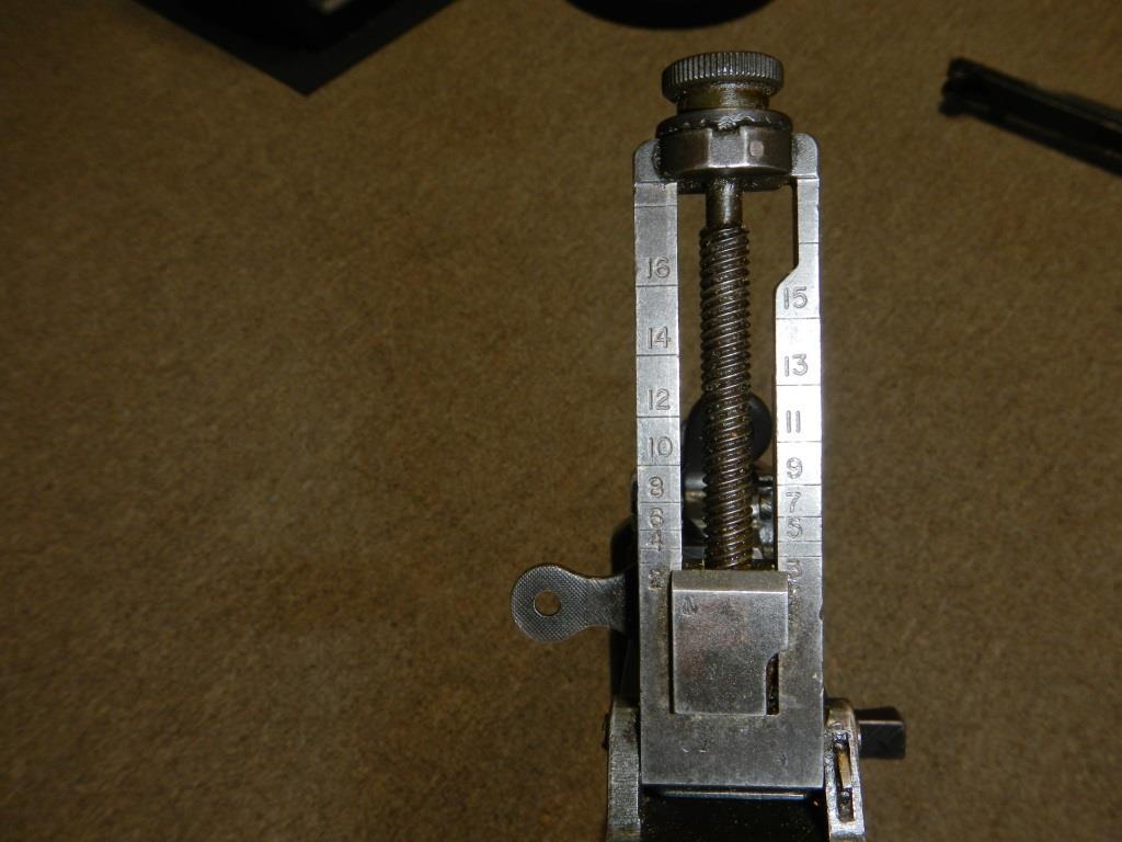 Le fusil-mitrailleur BREN MK II fabriqué au Canada par la Compagnie John Inglis 2210