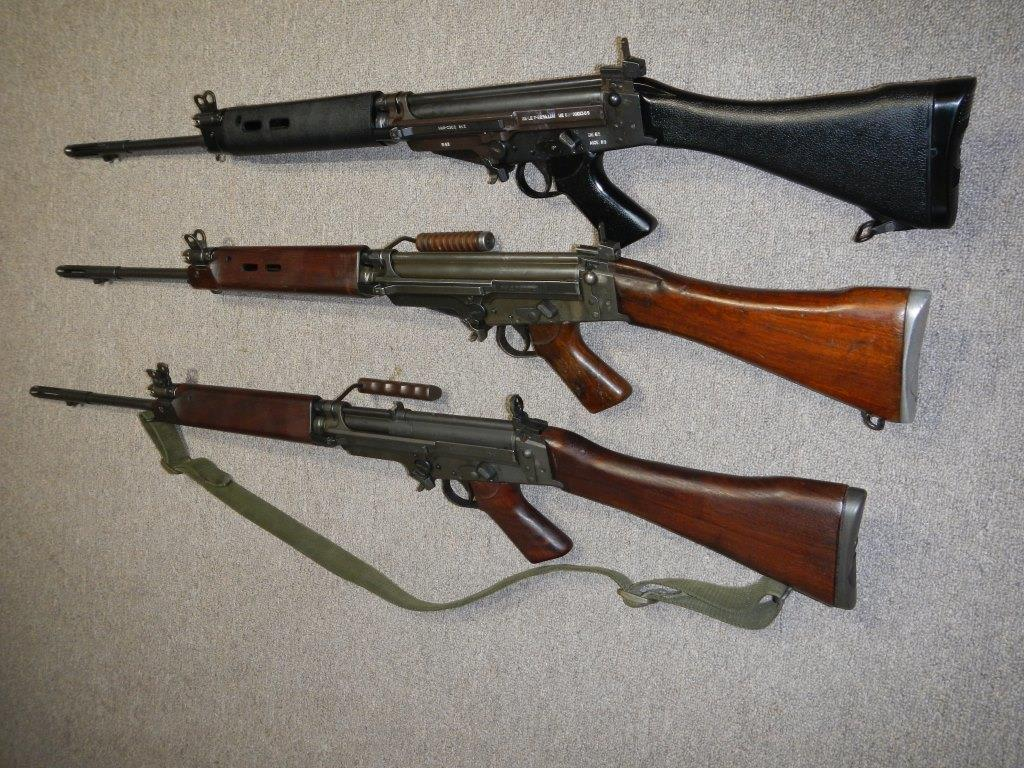 Les trois fusils FAL du Commonwealth réunis ensemble pour des photos 2_copy24